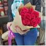 Букет Розовые розы в крафте из 9 роз